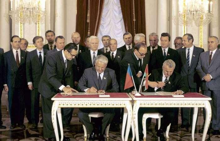 Борис Ельцин и Леонид Кравчук, 1990 год.jpg
