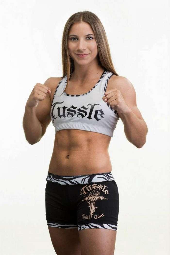 Самые сексуальные женщины-бойцы смешанных боевых искусств 2015 года