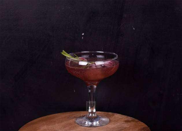 Гранатовый коктейль с шампанским: сервировка