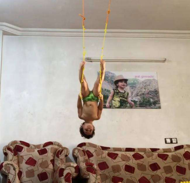 Двухлетний гимнаст покорил Инстаграм своими трюками
