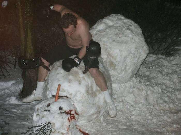 Кровавая схватка человека и снеговика.