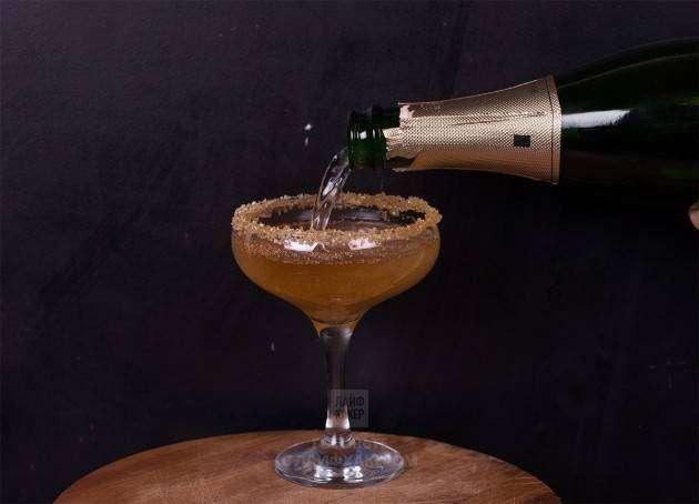 Яблочный коктейль с шампанским: смешиваем сок и шампанское