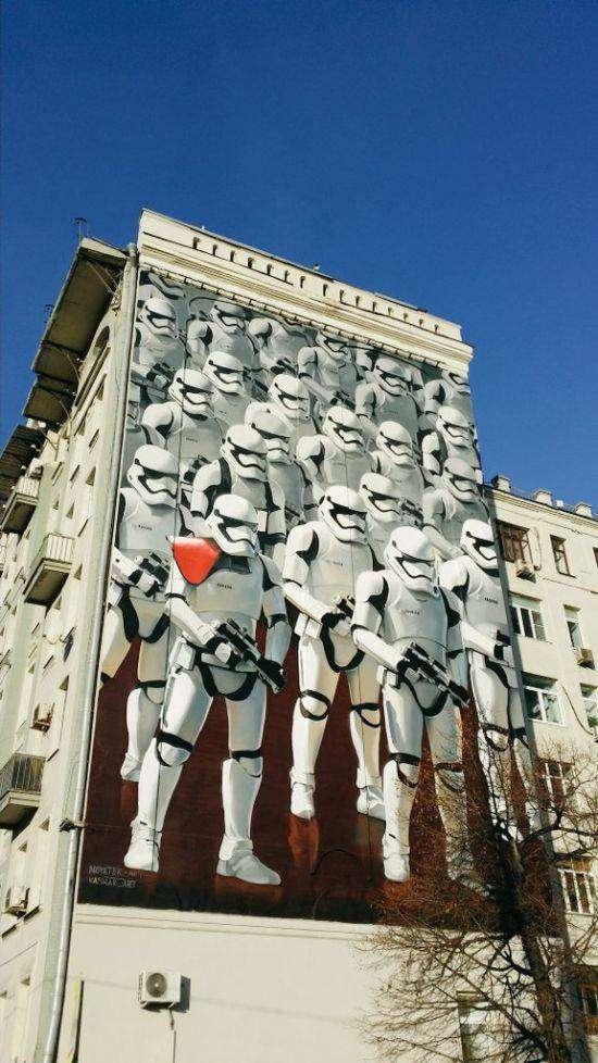 В москве на стене дома появилось граффити с фильма «Звёздных войн» (4 фото)