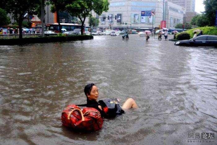 Потоп в Китае (8 фото)