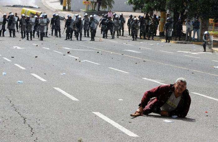 Разгон демонстрации (22 фото)