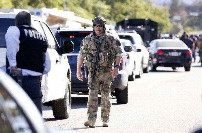В Калифорнии трое вооруженных людей расстреляли 14 человек (20 фото)