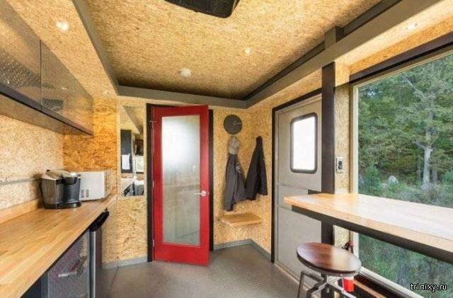 Берлога холостяка в доме на колесах (10 фото)