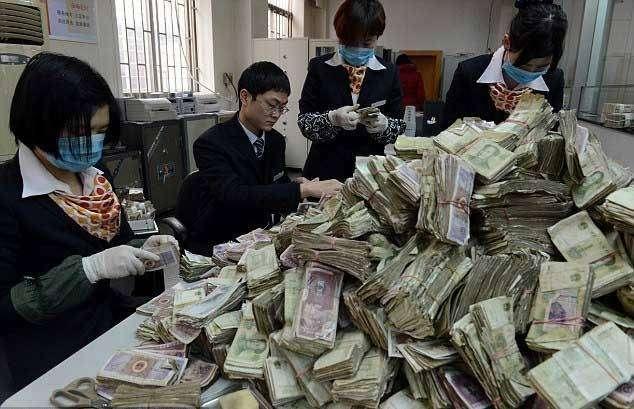 Гора денег (6 фото)