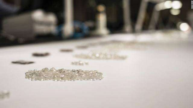 Крупнейший в Африке алмазодобывающий карьер Джваненг (12 фото)