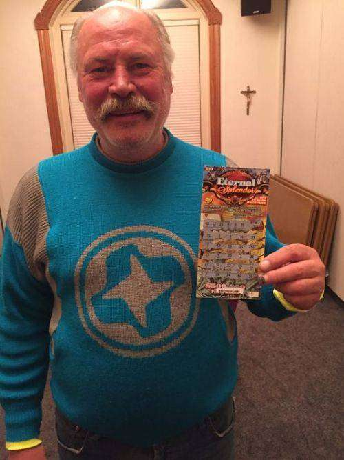 Бездомный американец выиграл полмиллиона долларов в лотерею (2 фото)
