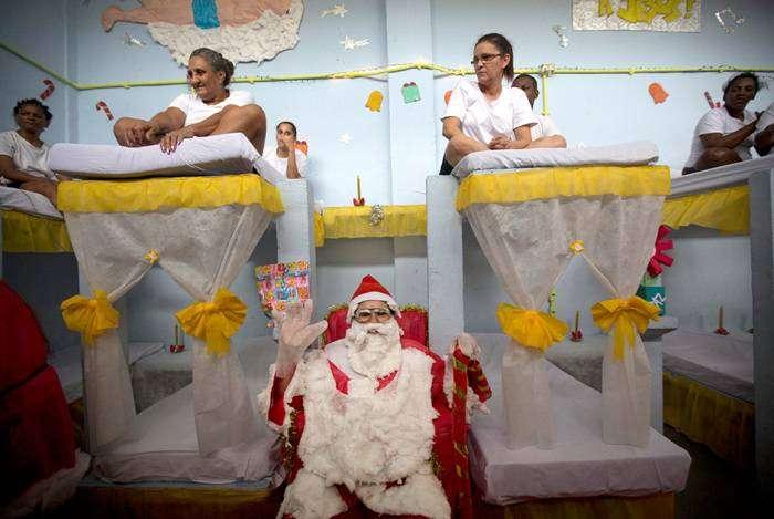 Заключенные  женской тюрьмы готовятся к Рождеству (13 фото)