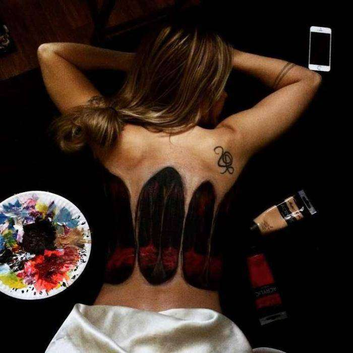 Галлюциногенный бодиарт на спине красивой девушки (8 фото)