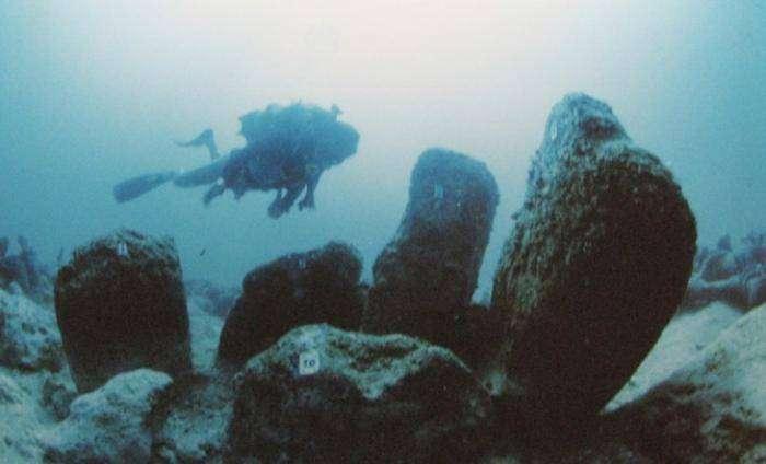 6 великих построек, спрятанных на дне морей (6 фото)