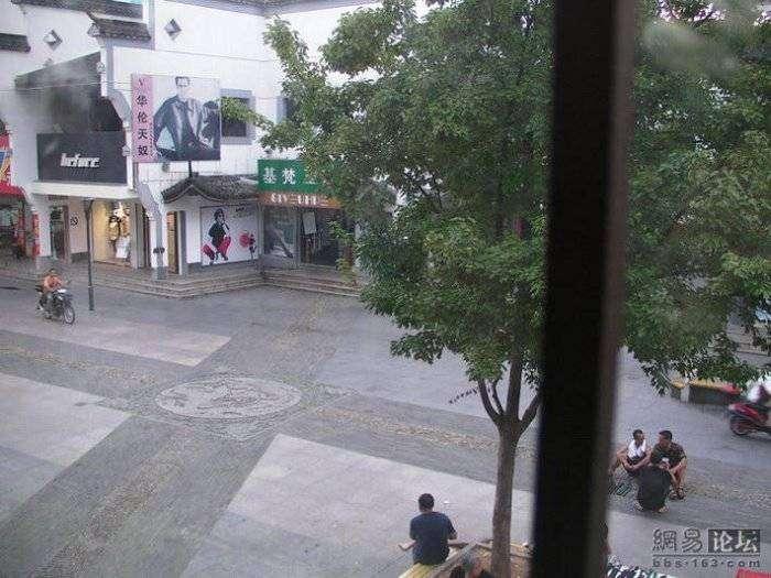 Китайский оружейный магазин (11 фото)