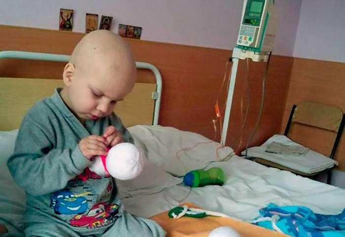Четырехлетний мальчик самостоятельно заработал на лечение рака