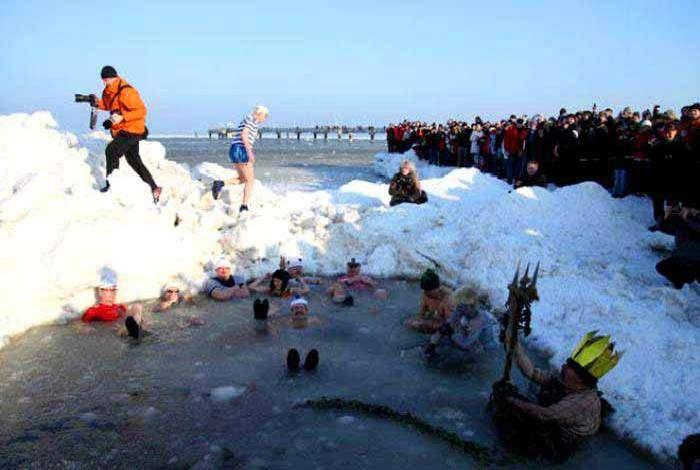 Празднование первого зимнего Дня Нептуна.