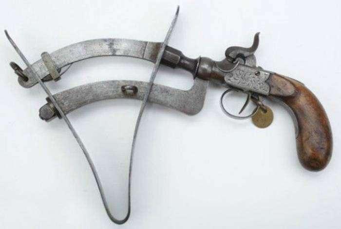 Бельгийский вариант порохового тестера был изобретен Берном в 1578 году. Данное устройство использовалось для измерения силы пороха.