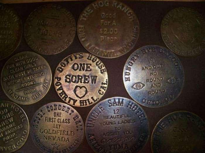 Жетоны для оплаты сексуальных услуг. Такими жетонами расплачивались в борделях США в 19 веке.