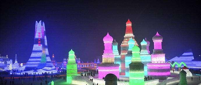 Фотофакт: в Китае построили ледяной город