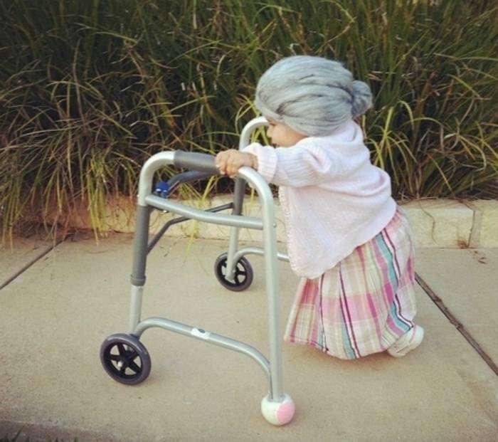 Девочка в костюме бабушки - это просто гениально!