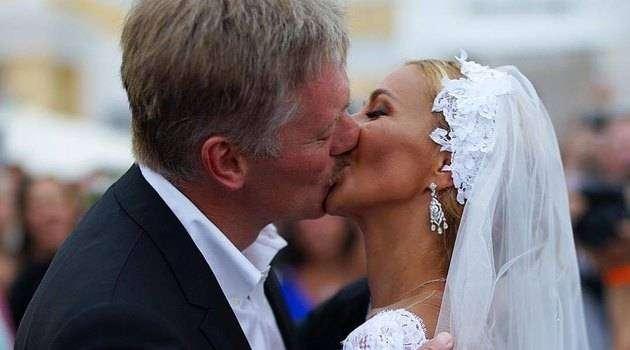 В горе ив радости: Forbes назвал самые шикарные идорогие свадьбы века