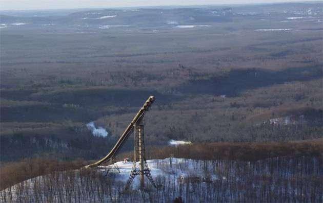 Фото 1 - Лыжник прыгнул спиной вперед с трамплина высотой в 24 этажа