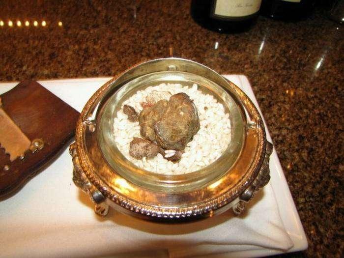 Трюфеля - деликатес для самых богатых.