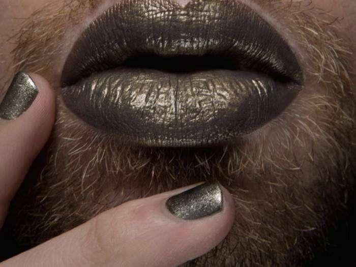 Помада на мужских губах – новый тренд из соцсетей?