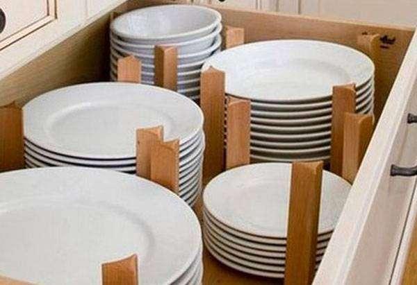 Выдвижной ящик для хранения посуды
