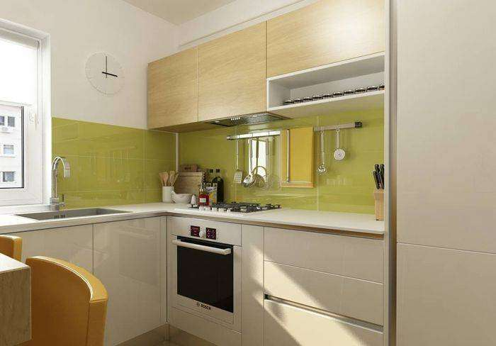 Лаконичное размещение мебели в крошечной кухне