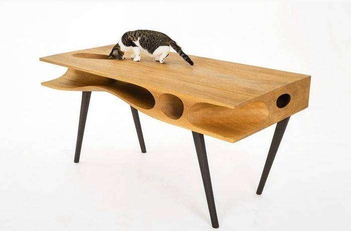 Кошкам явно по душе такой стол