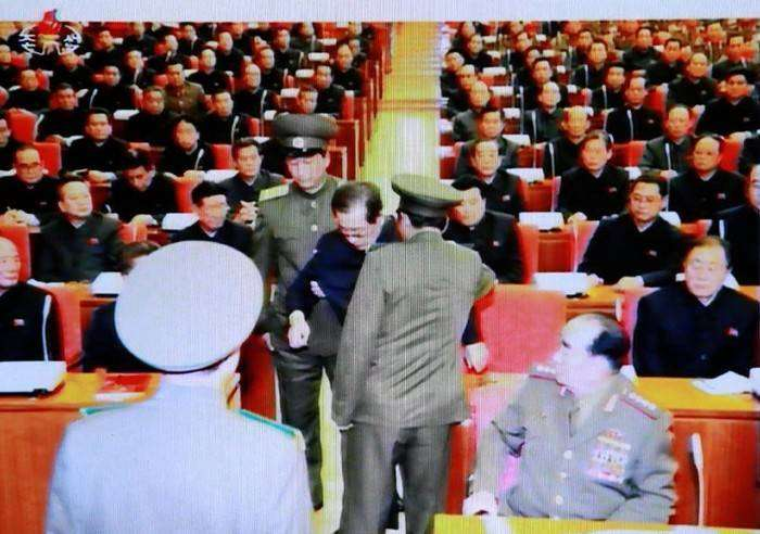 Арест Чан Сон Тхэка в прямом эфире центрального телевидения КНДР