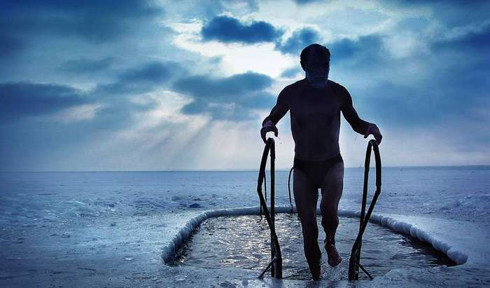Традиции зимнего купания: откуда взялись моржи