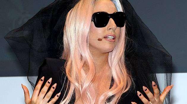 Жвачка Бритни Спирс, ноготь Леди Гаги иеще 9 сумасшедших покупок фанатов