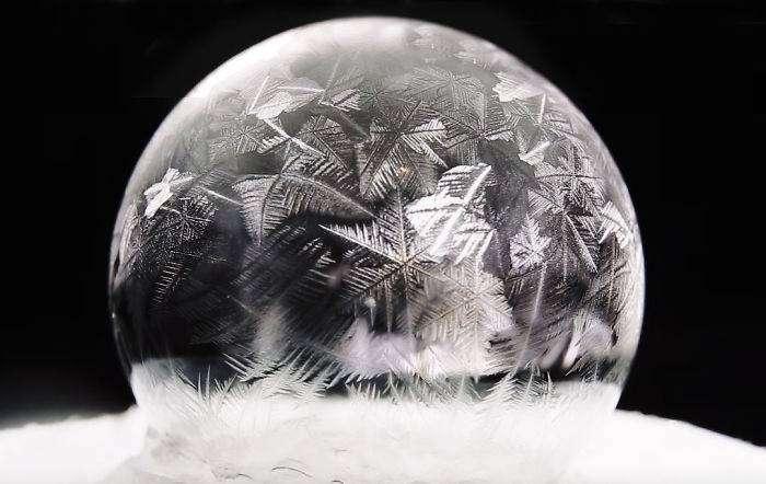 Мыльный пузырь при температуре -15 градусов Цельсия (3 фото)