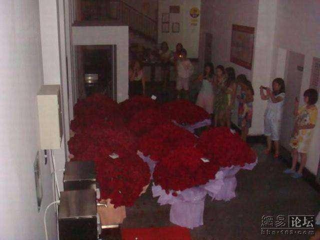 Миллион алых роз (8 фото)