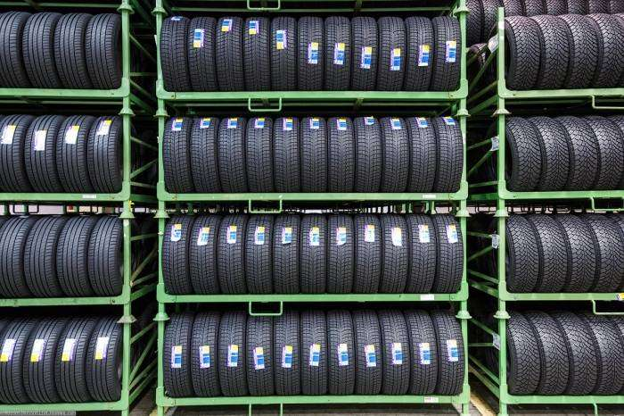 Как делают ошиповку на зимних шинах (17 фото)