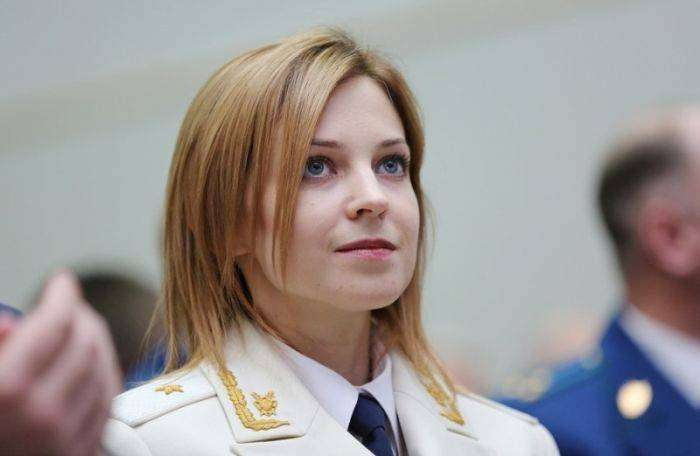Наталья Поклонская появилась в белом парадном кителе (5 фото)
