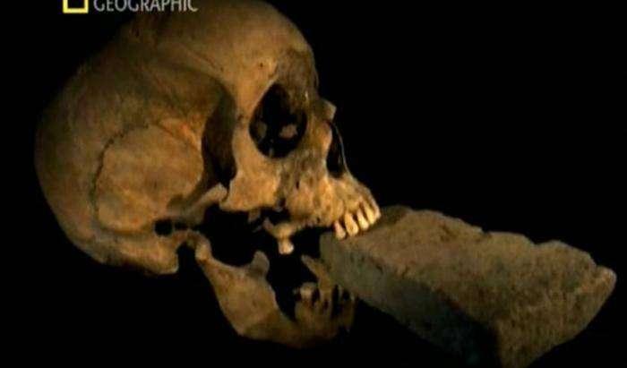 Самые пугающие и странные артефакты мира (5 фото)