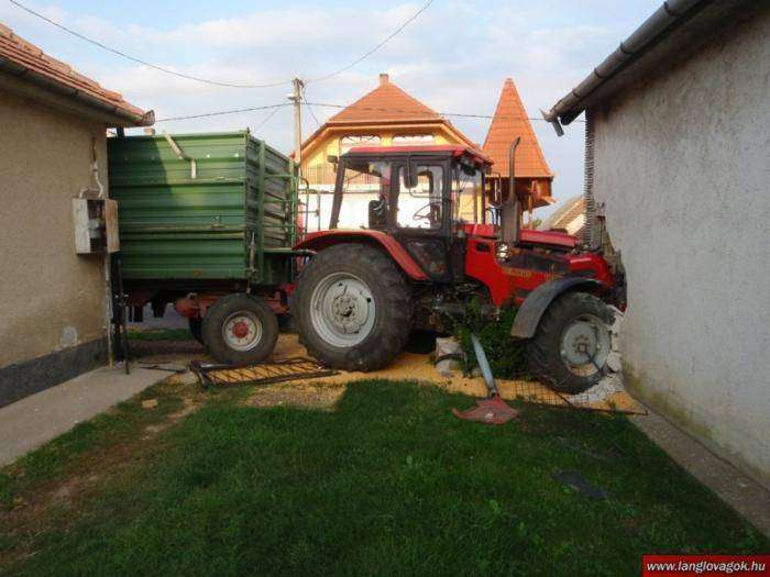 Гонки на тракторах (4 фото)