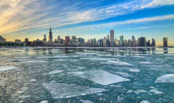 10 самых красивых замерзших озер планеты (10 фото)