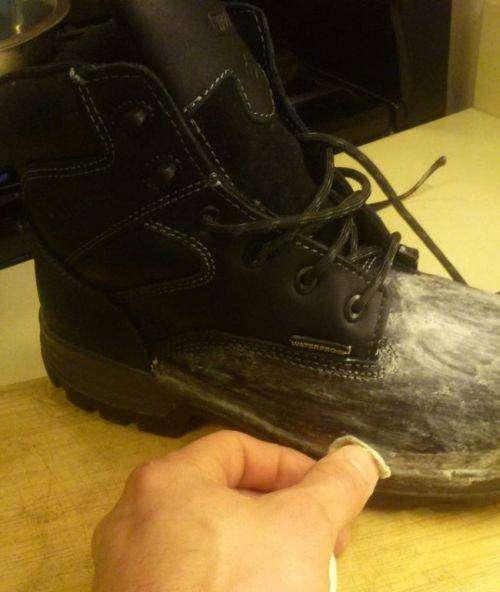 Как сделать ботинки действительно водонепроницаемыми (5 фото)
