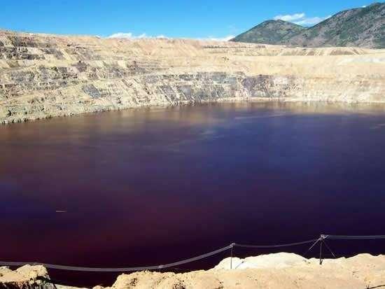 Самое токсичное озеро на планете (7 фото)