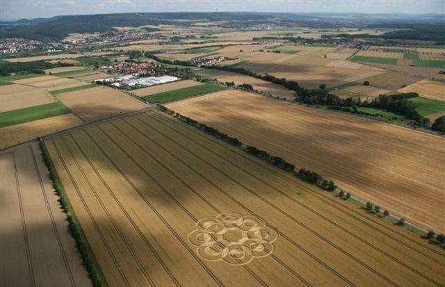 Круги на полях (2 фото)