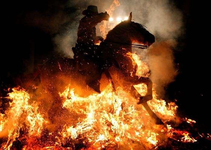 Старинный фестиваль Las Luminarias в Испании (12 фото)