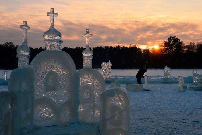 Ледяной город на Раифском озере (7 фото)