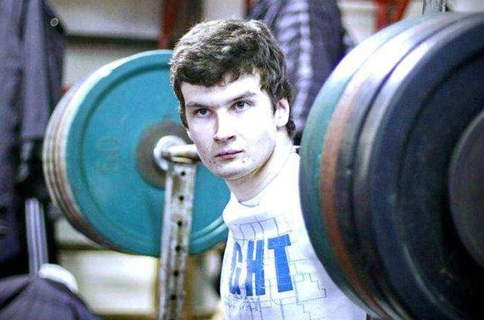 Евгений Ковальногих - пауэрлифтер без кистей рук (4 фото)