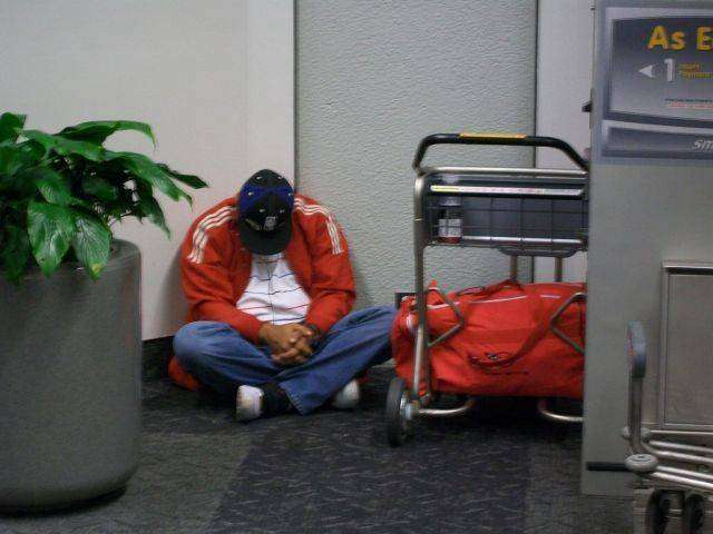 Жертвы аэропортов (35 фото)