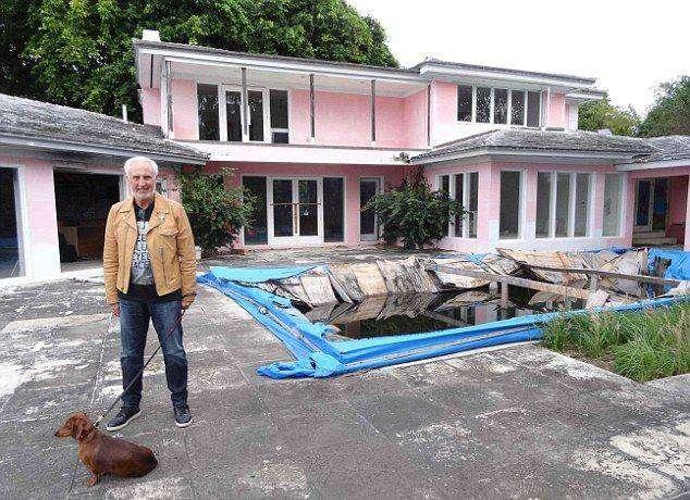 Новые хозяева сравняли с землей дом Пабло Эскобара (12 фото)