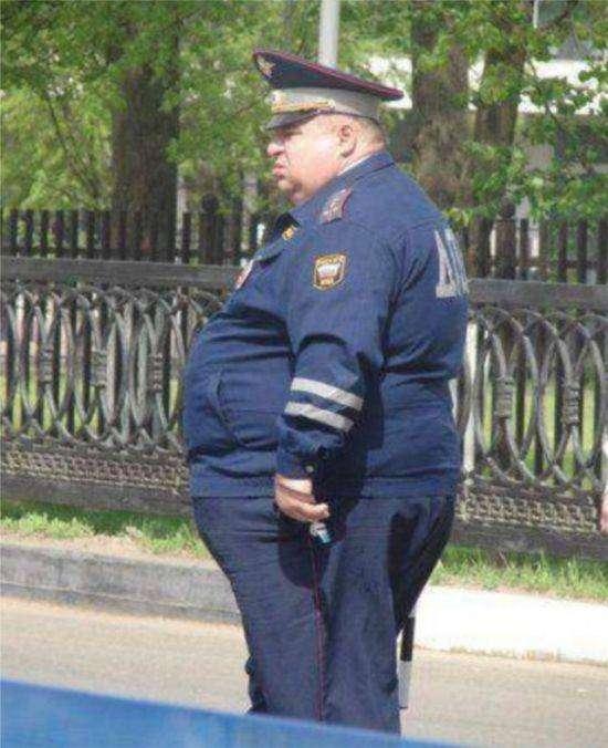 Полицейские, потерявшие физическую форму за годы службы (22 фото)